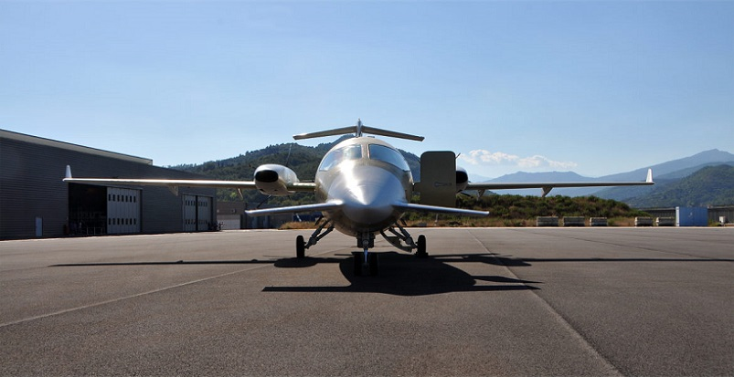 First Piaggio Avanti EVO From New Production Plant Takes Off (2).jpg