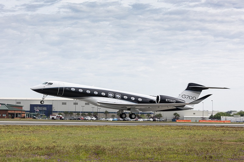 The-Fully-Outfitted-G700-On-Its-First-Flight.20210415 (1).jpg